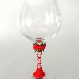 Copa decorada hecha a mano corazones perla