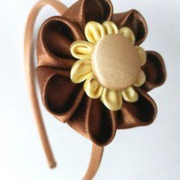 diadema kanzashi hecha a mano marrón amarilla