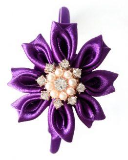Flor kanzashi lila con brillantes