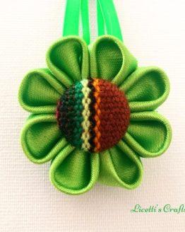 Flor kanzashi verde botón étnico