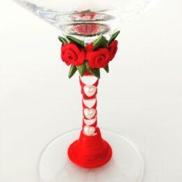 detalles copa decorada hecha a mano corazones perla