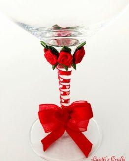 Detalle copa decorada lazo rojo
