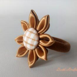 Coletero o goma para el pelo hechos a mano en color dorado