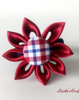 Detalle Coletero granate y marino hechos a mano. con forma de flor