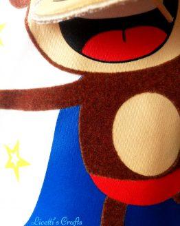 Detalle mono superheroe para camiseta, tejido tacto terciopelo