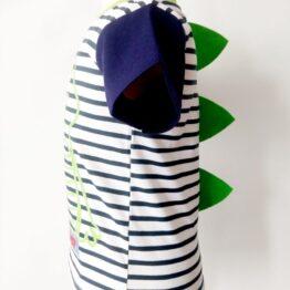 Detalle costado camiseta algodón pima con púas de cocodrilo