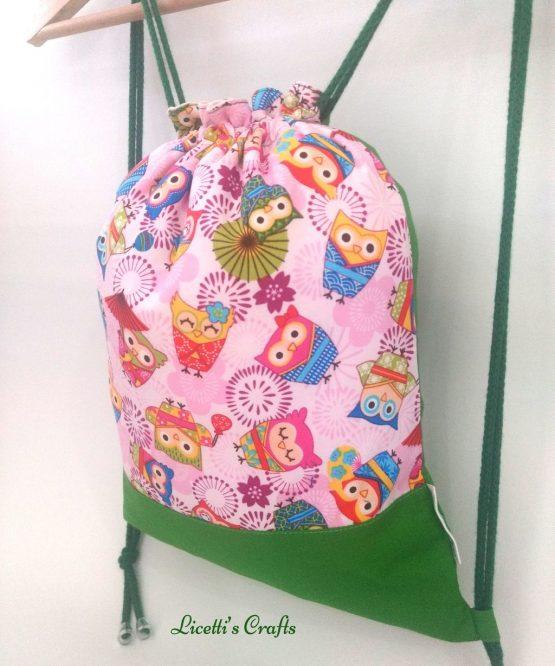 Detalle mochila hecha a mano búhos japon rosa