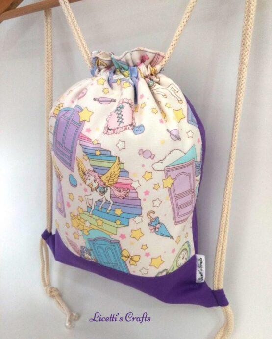 detalle mochila artesanal algodón unicornio con alas