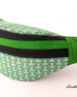 detalle lateral riñonera hecha a mano ranas verde