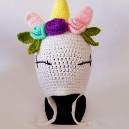 unicornio blanco en gorro lana alpaca