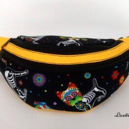 detalle bolsillos riñonera infantil hecha a mano perro calavera