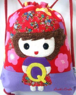 detalle muñeca pirata kawaii en mochila