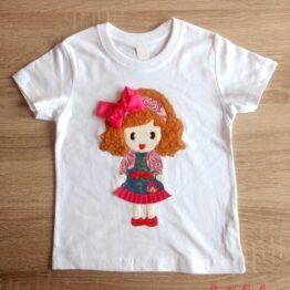 camiseta manga corta con relieve muñeca lazo fucsia